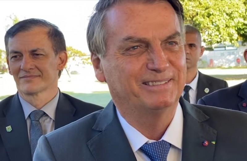 Bolsonaro questionou apoiador que elogiou vacinas - (Foto: Youtube / Reprodução)